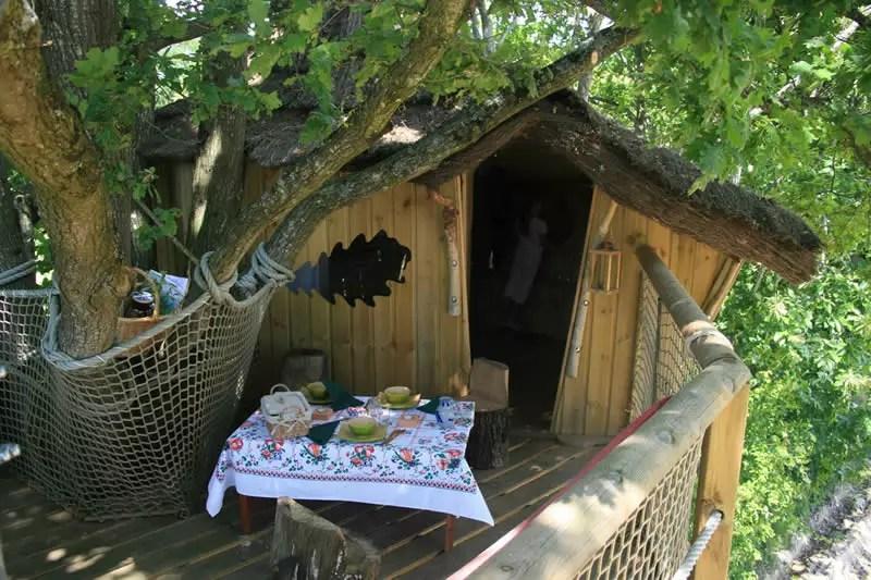 Domaine-des-Vaulx-Cabane-des-Cartes-dejeuner