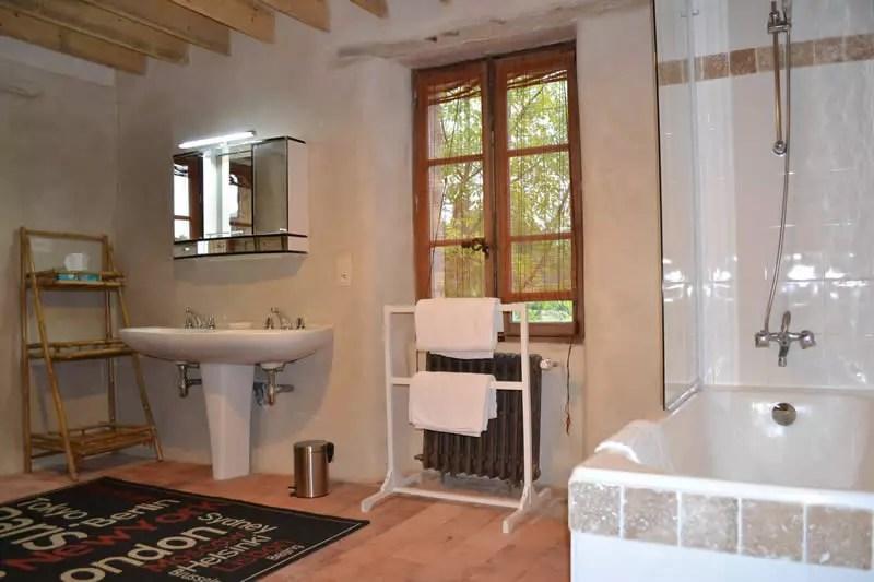 chambre-marie-caroline-domaine-des-vaulx-baignoire