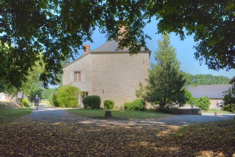 gite-grande-maison-poupardiere-domaine-des-vaulx-jardin2