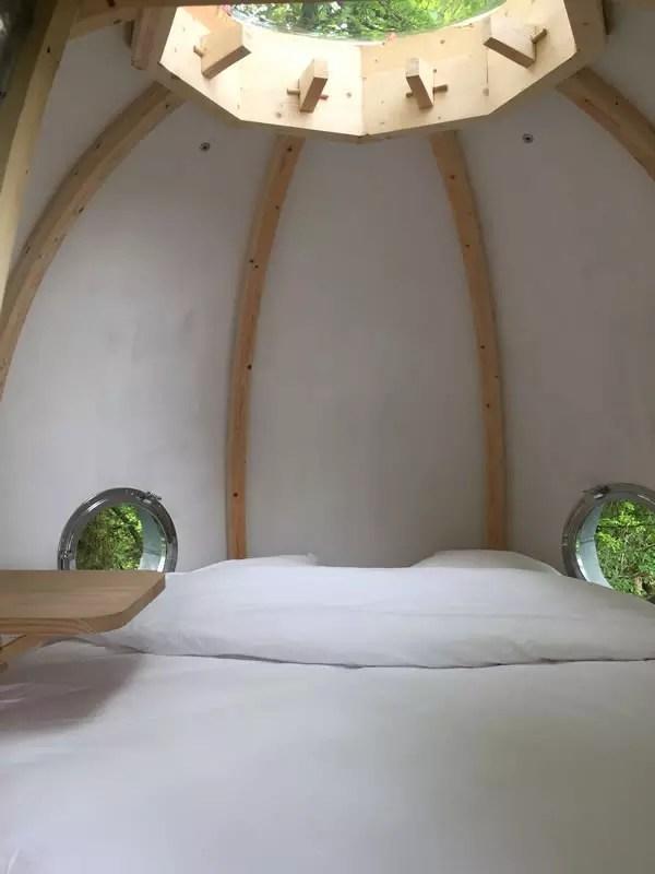 Cabane romantique dans les arbres au Domaine des Vaulx