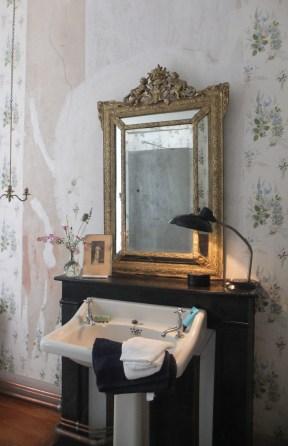 Wallpaper Bathroom CloseUp