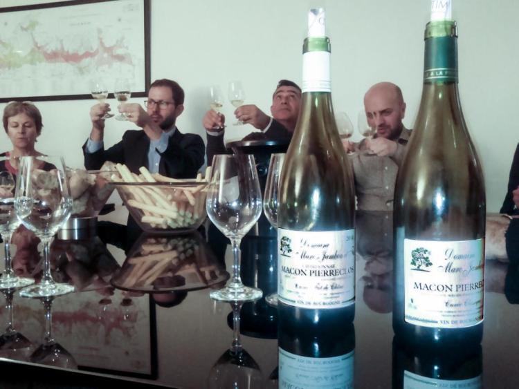 Deux Mâcon-Pierreclos du domaine Marc JAMBON et Fils présentés dans une dégustation à Paris, organisée par l'agence OENOPTIMO.