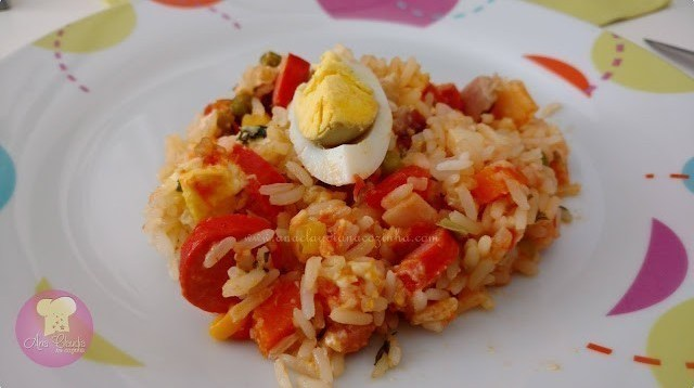 arroz feito no forno leva salsicha, cenoura, milho, palmito