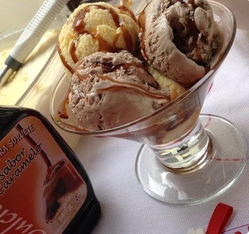 sorvete de baunilha e chocolate feito em casa