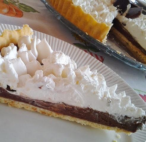 torta de chocolate com chantili