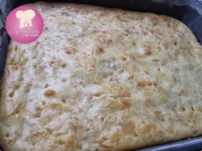 torta de liquidificador com cream cheese na massa recheada de frango