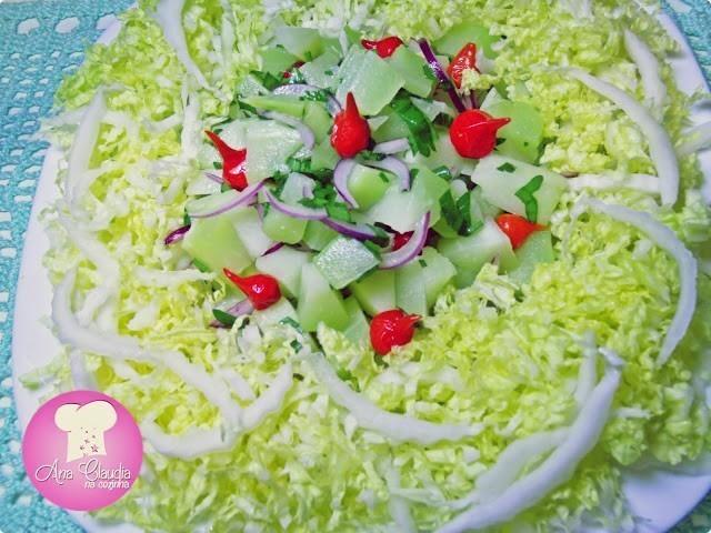 salada de chuchu e pimenta biquinho com acelga