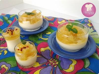 panna cotta de coco com compota de abacaxi
