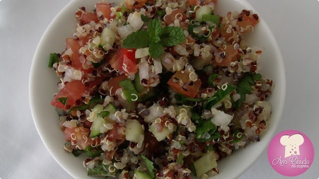 tabule de quinoa, salada árabe com quinoa, tomate e pepino