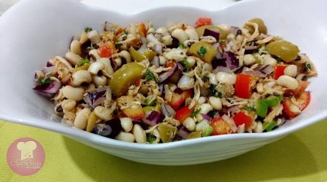 salada nutritiva com feijão fradinho