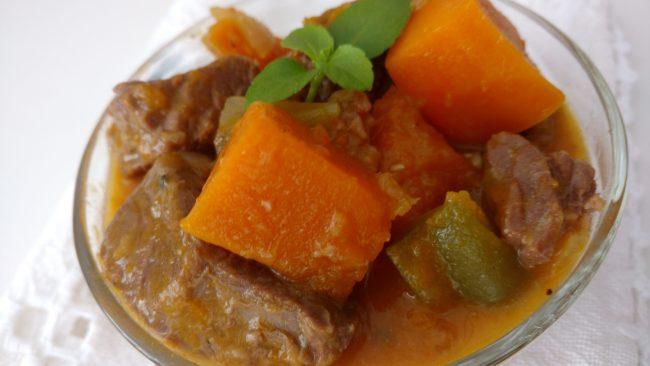 cozido de carne com abóbora cabotiã