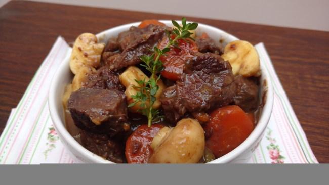 carne cozida com vinho tinto
