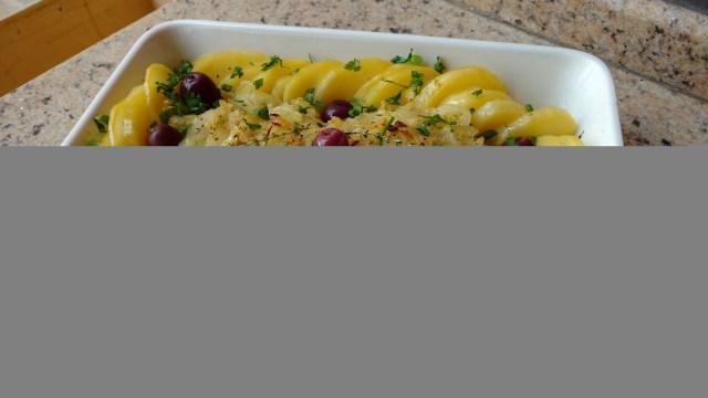 bacalhau com batata e cebola refogada dom manjericão