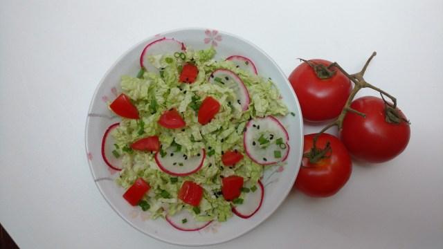 salada saudável de rabanete e acelga