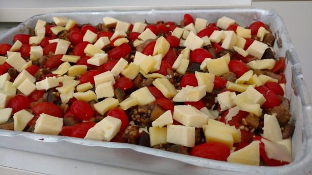 torta de berinjela com queijo e tomate