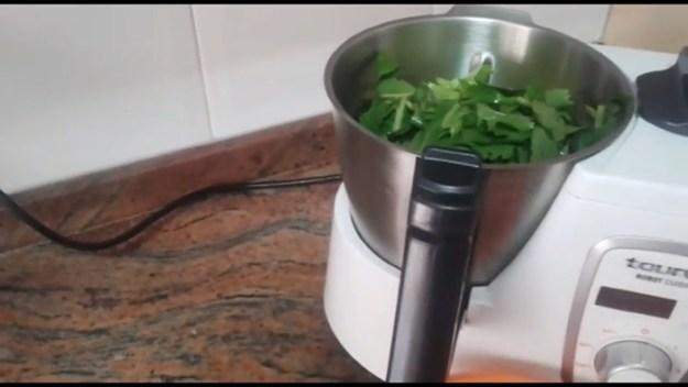 Зелено смути за топене на мазнините на корема