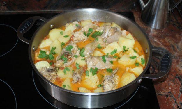 Пиле с картофи, вкусна яхния