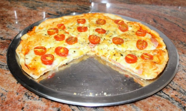 Сочна домашна пица, бърза и лесна за приготвяне с любими продукти