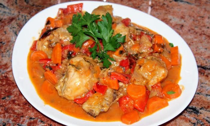 Пилешки бутчета във вкусен сос