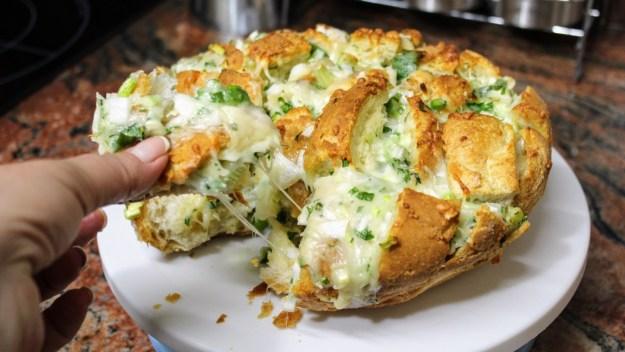 Пълнено хлебче/Хрупкаво, топло и много апетитно