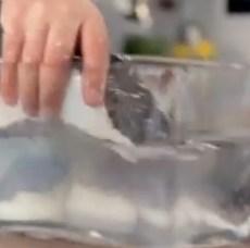 Como demolhar bacalhau salgado seco?