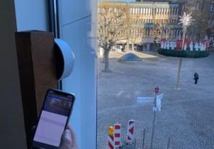 Vom Domschatz Minden aus blickt die Webcam auf den großen Adventskranz.