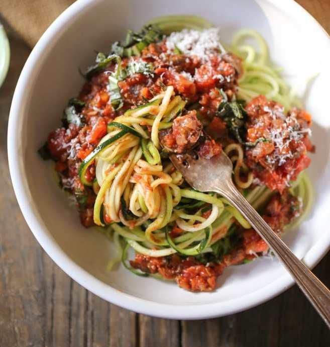 zucchini-noodles-with-vegan-portobello-bolognese-9
