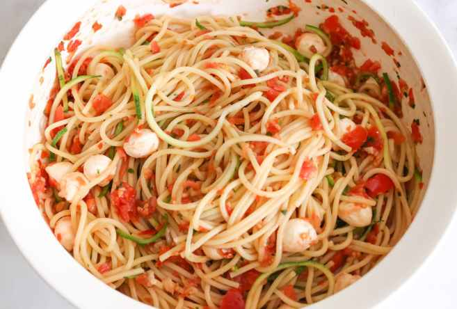 Spaghetti-with-Zucchini-and-Cherry-Tomato-Sauce-step-6