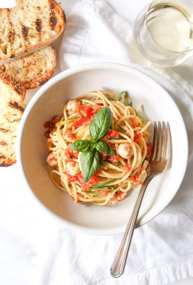 spaghetti-with-zucchini-cherry-tomato-sauce-and-fresh-mozzarella-pearls-3