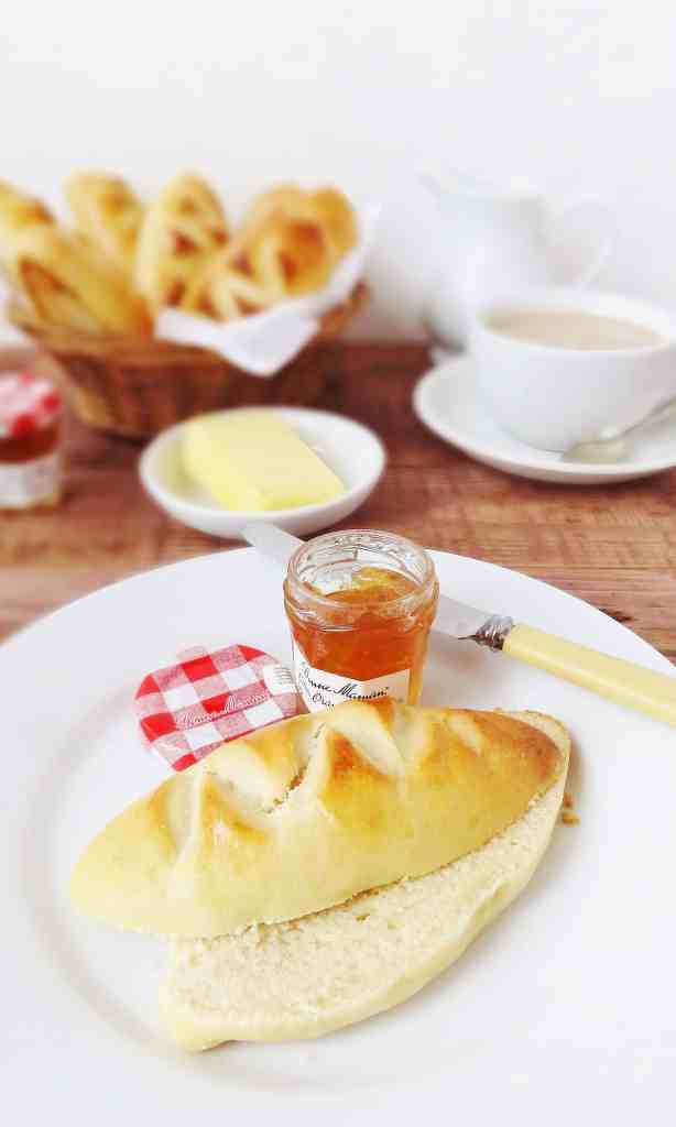 Pain au crème - Bread rolls made with double cream - Domestic Gothess