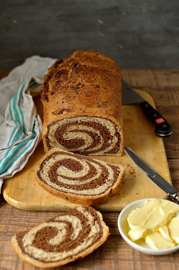 Marbled swirly rye bread - Domestic Gothess