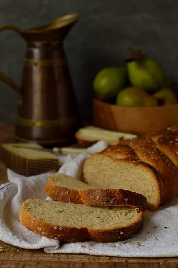 Semolina & rosemary braided bread with honey and olive oil
