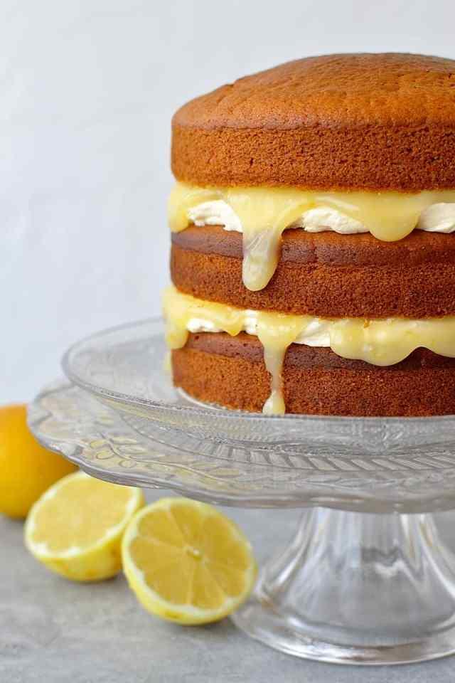 Vegan lemon curd layer cake - easy, fluffy vegan lemon cake with vegan lemon curd and vegan lemon buttercream.