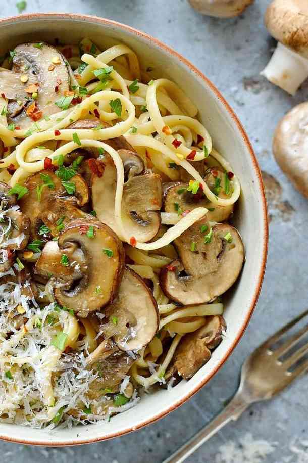 Easy mushroom linguine - ready in fifteen minutes this vegetarian mushroom linguine is quick, easy, healthy and delicious.