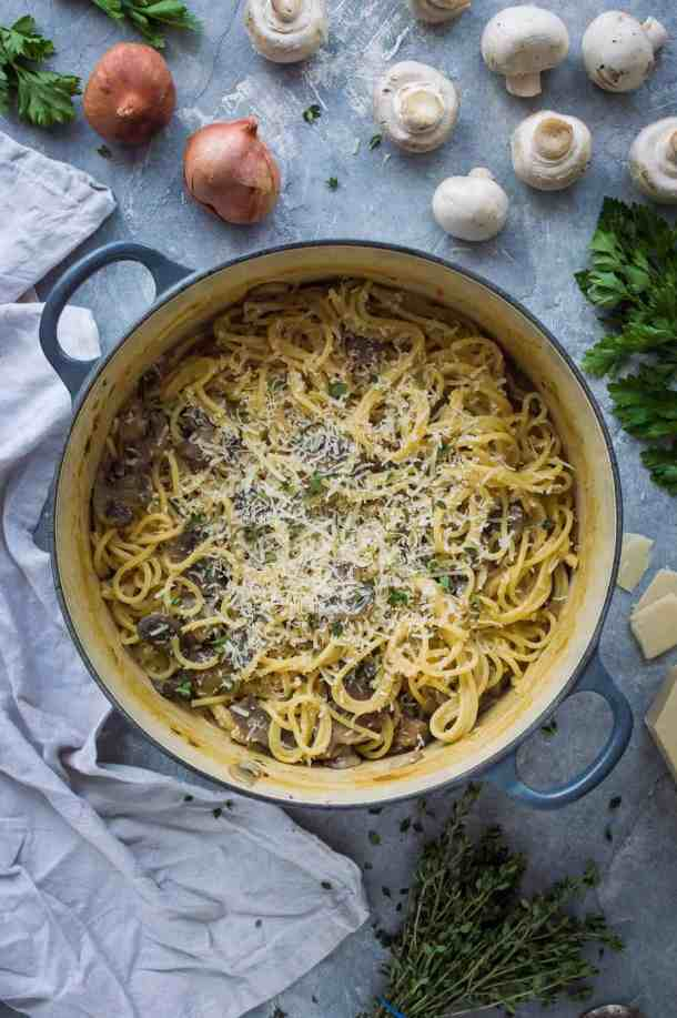 One pot mushroom pasta - a quick, easy to make creamy vegan mushroom spaghetti recipe that is all cooked in one pot. Perfect for a quick weeknight dinner, camping, or just for saving on washing up! #vegan #onepotpasta #veganpasta #mushrooms #easymeal
