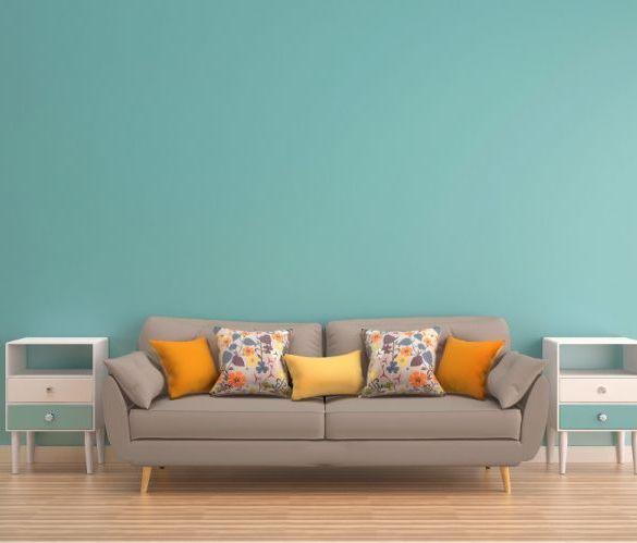 sofa, turkusowa ściana, poduszki