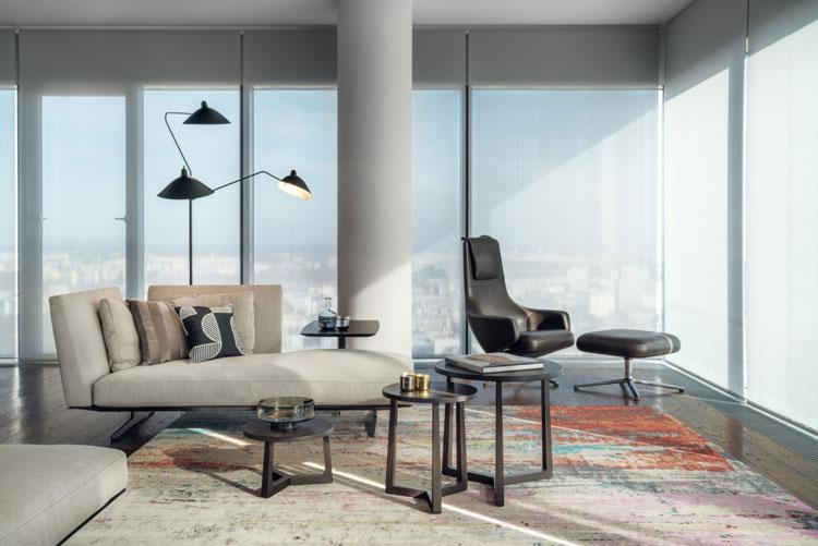 Apartament, nowoczesna sofa i fotel z czarnej skóry