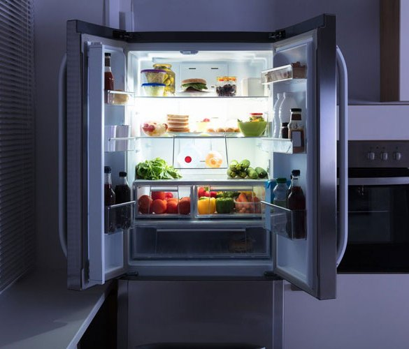 otwarta lodówka pełna żywności