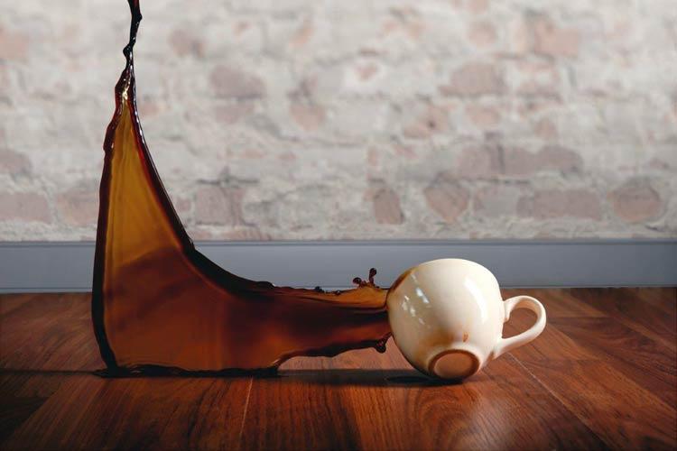 Podłogi wodoodporne wyróżniają się również odpornością na zarysowania