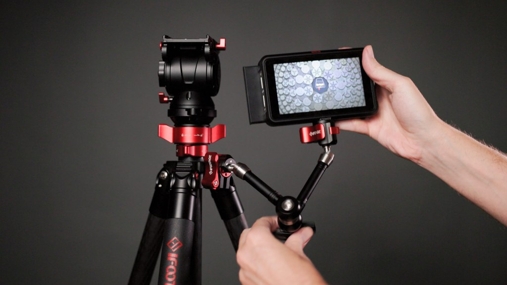 Mounting an Atomos Ninja V monitor to a tripod using the iFootage Spider Crab 4-5