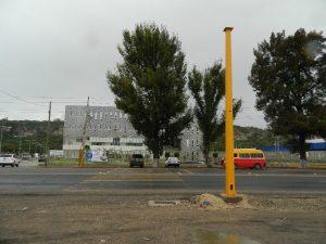 Sin semáforo el cruce que está las afueras del CIS y del Hospital de la Mujer. Es un peligro para los que van a pie. 26/09/2013