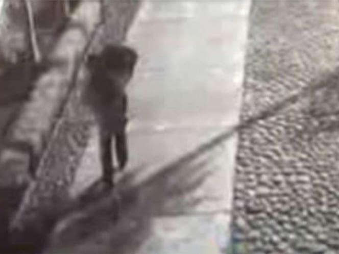 VIDEO MUESTRA A SUJETO QUE LLEVA A MENOR DE 14 AÑOS MUERTA EN MALETA