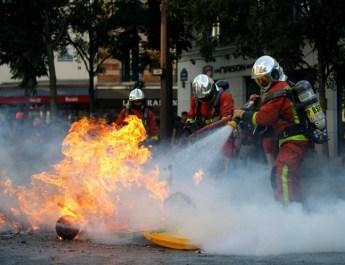 DETIENEN A MÁS DE 160 PERSONAS EN FRANCIA DURANTE PROTESTAS