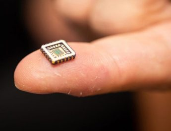 PRIMERA NEURONA ARTIFICIAL CONVERTIDA EN CHIP