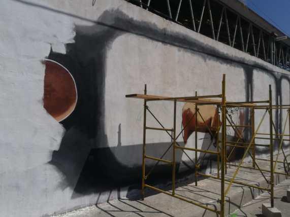 presidente borra mural urbano