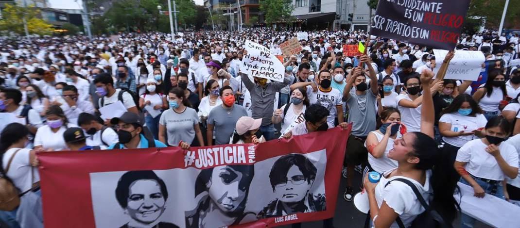MARCHAN MILES PARA EXIGIR JUSTICIA POR EL ASESINATO DE TRES HERMANOS EN GUADALAJARA.