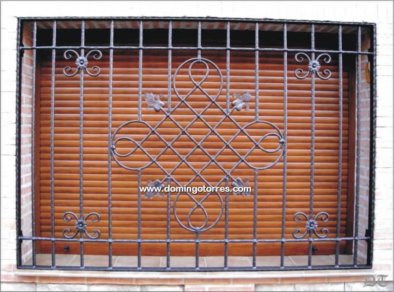 Ejemplo y foto de reja para ventana de forja N3004