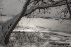 La rivière prise en glace depuis l'île de la visitation