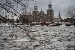 Fonte des glaces sur la rivière Chateauguay au sud de Montréal