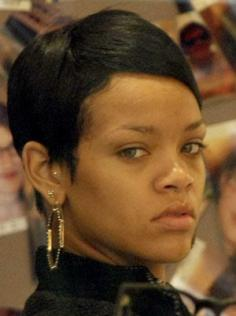 womenRihanna-No-makeup-photo